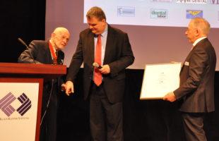 Dr. Karsten Wagner für Verdienste um das Zahntechnikerhandwerk geehrt