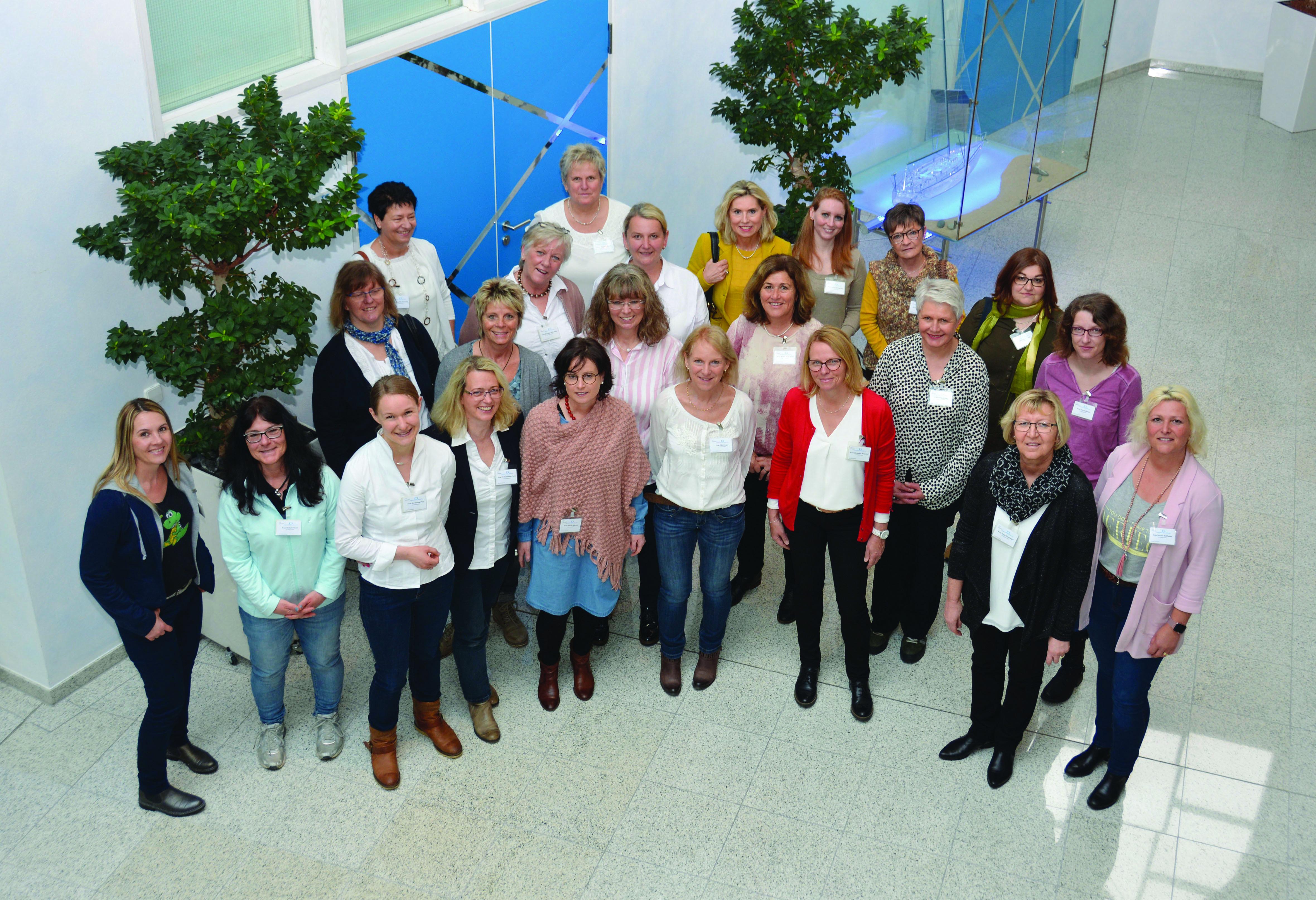 Mehr als 20 Mitglieder der AGs Zahngesundheit im Raum Karlsruhe nahmen an der Medienbörse teil