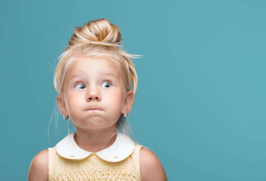 Mädchen mit verschlossenem Mund  ©Shutterstock