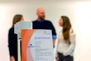 Das Zertifikat der 3cert GmbH stellt BLUE SAFETY mit den ganz Großen der Branche auf eine Stufe.