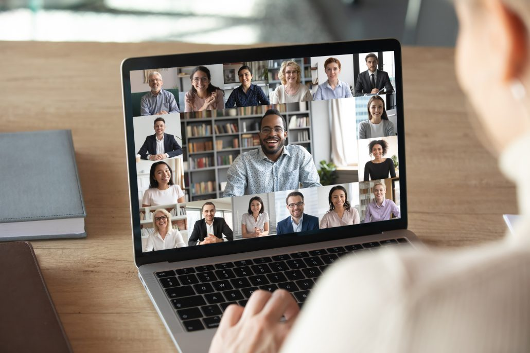 Bei der Webcam-Gruppenkonferenz sind sowohl die Teilnehmer als auch die Referenten gut im Bild.