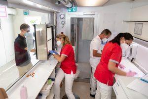 Corona-Tests mit dem mobilen Labor von Bischoff + Scheck