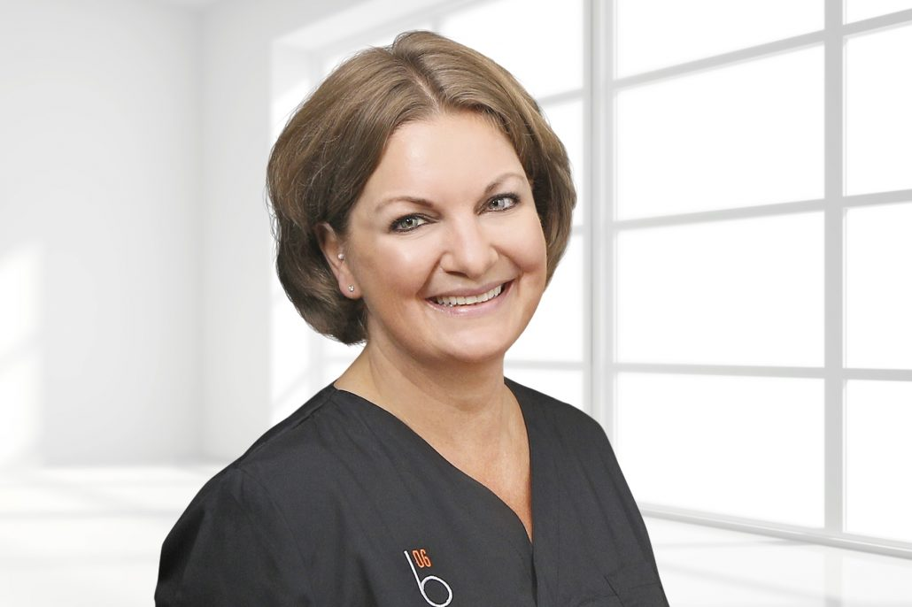 """Dr. Frederike Fehrmann hat das """"Zahnzentrum Fehrmann und Kollegen"""" gegründet und vertraut seit Jahren auf die Qualität der Behandlungseinheiten und die innovativen Technologien von Dentsply Sirona."""