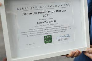 Das CleanImplant-Zertifikat bestätigt die Sauberkeit der Implantatproduktion.