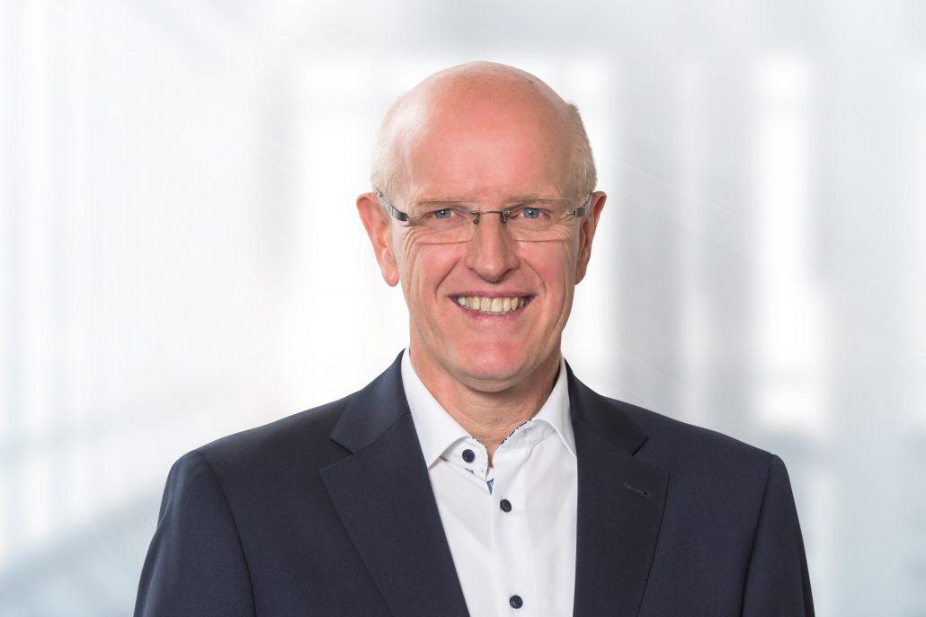 Michael Geil, Dentsply Sirona Group Vice President Equipment and Instruments, sowie Geschäftsführer in Bensheim, verabschiedet sich in den Ruhestand.