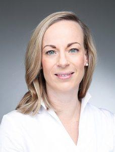 """Für Dr. Stephanie Holländer, Zahnärztin aus Frechen, ist die kurze Zeit für den Glasurbrand ein echter """"Game Changer""""."""