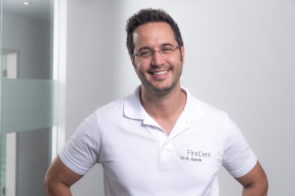 """Zahnarzt Dr. Robert Berdik von der Praxis """"Finedent"""" erklärt: """"Veneers sind feine Keramikverblendungen und vergleichbar mit Kontaktlinsen."""""""