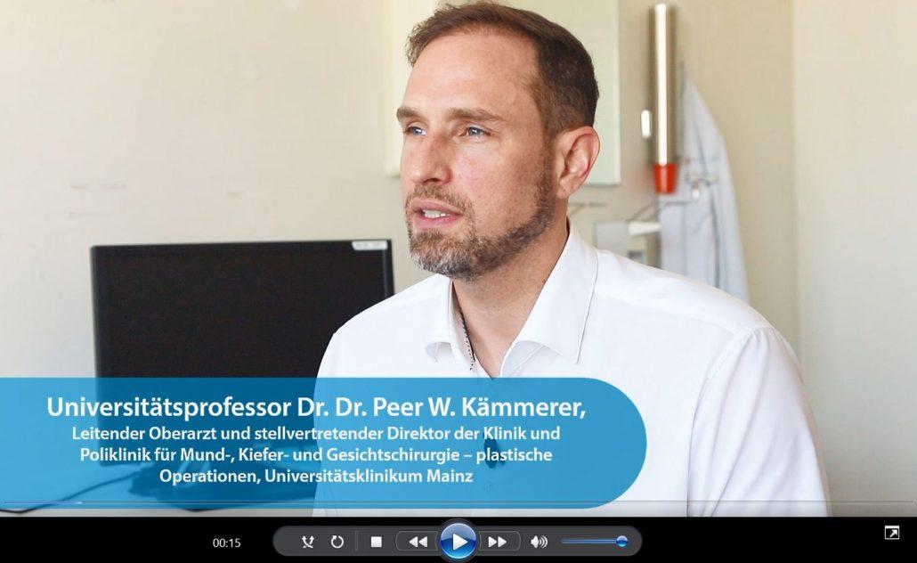 Universitätsprofessor Dr. med. Dr. med. dent. Peer W. Kämmerer, MA, FEBOMFS, erklärt die Vor- und Nachteile der Techniken sowie deren Einsatzspektrum.