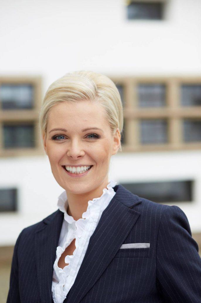 """""""Das Omnibusgesetz hält weitreichende Konsequenzen auch für (Zahn)Ärzte bereit"""", erklärt ETL-Medizinrechtsexpertin Katrin Beyer."""